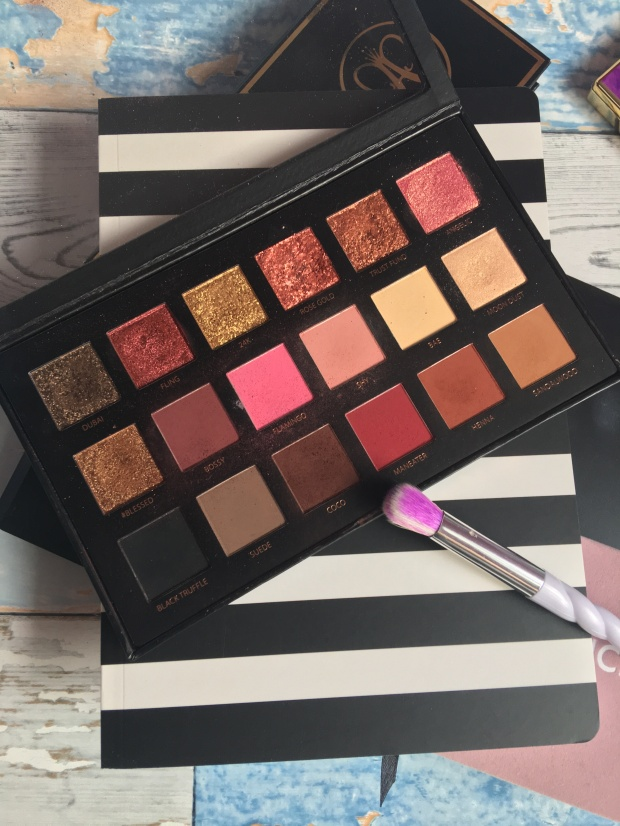 huda-beauty-rose-gold-palette