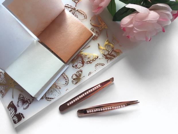 MUA Luxe Shimmer Open 1