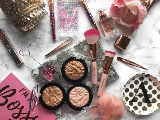 Makeup Revolution Strobe Highlighter Flatlay