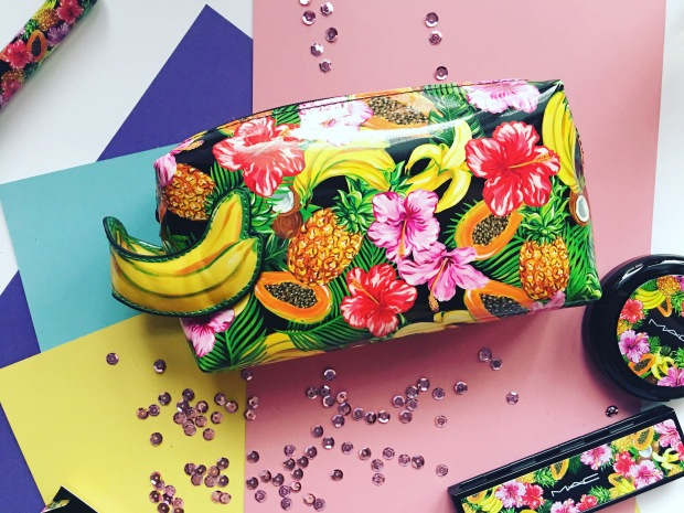 Resultado de imagem para mac fruity juicy makeup bag